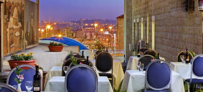 מרפסת אדרת מלון שערי ירושלים